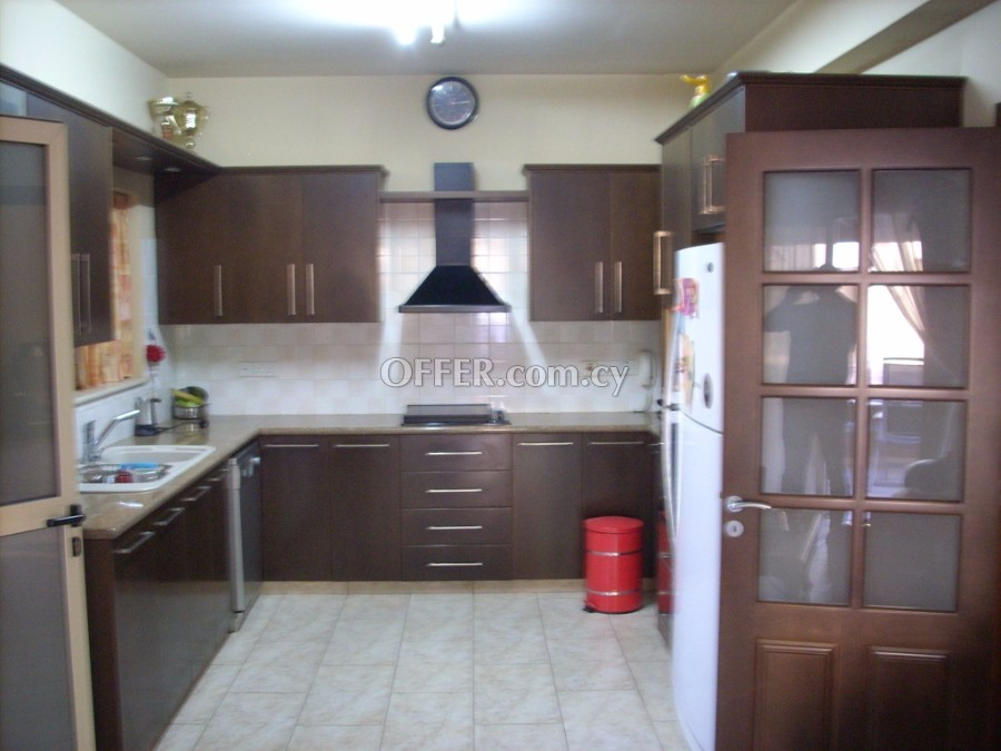 Like new, ready tom move good positioned house for sale - 3