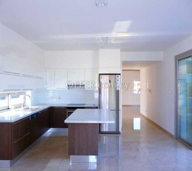 5 BEDROOM HOUSE FOR SALE IN LARNACA - CYPRUS