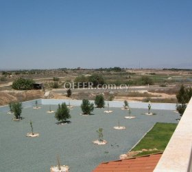 Ranch Style 4 Bed House in Large Plot - Avgorou