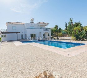 4 Bedroom House in Konnos