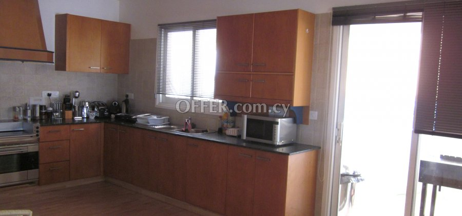 3 Bedrooms Penthouse Flat In Agios Andreas - 4
