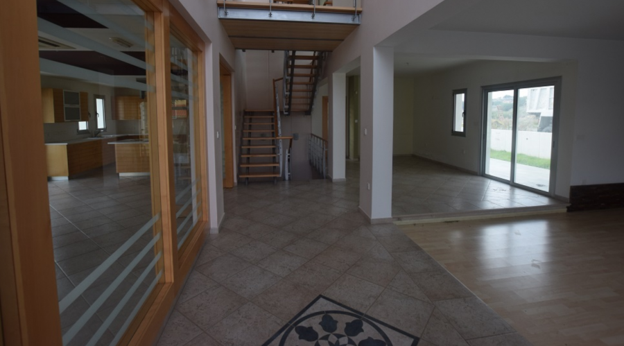 Four-Bedroom House in Trachoni For Sale - 5
