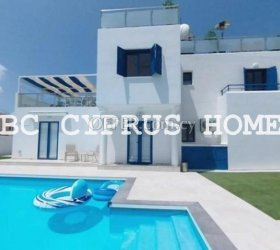 Renovated villa in Paphos just 200 m from the sea in Chloraka. Stunning views