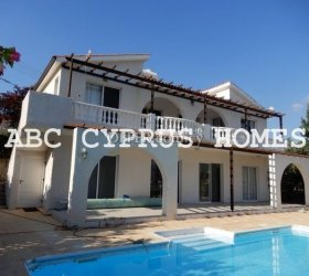4 bedroom villa with sea views on a large plot in Peiya, Paphos