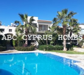TOWNHOUSE IN PAFOS, 300M FROM VENUS BEACH