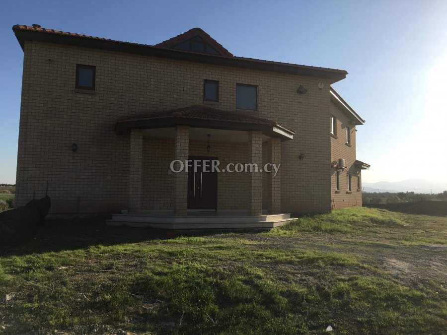 4-bedroom Detached Villa 300 sqm in Kokkinotrimithia, Nicosia - 1