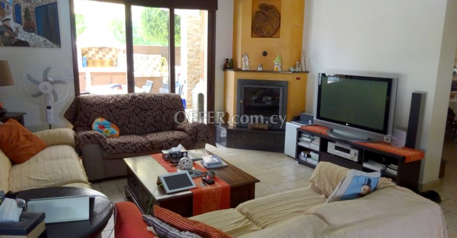 4 Bedrooms Detached House In Archangelos Area - 6
