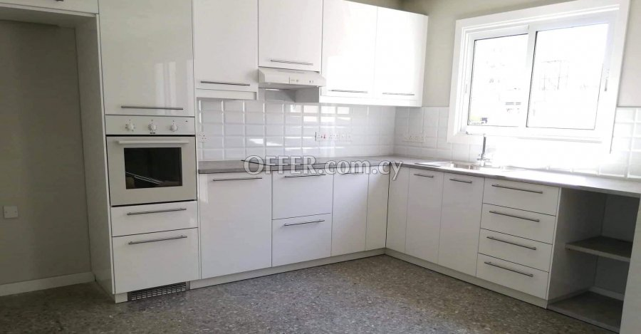 3 Bedrooms Whole-floor Flat In Pallouriotissa - 1