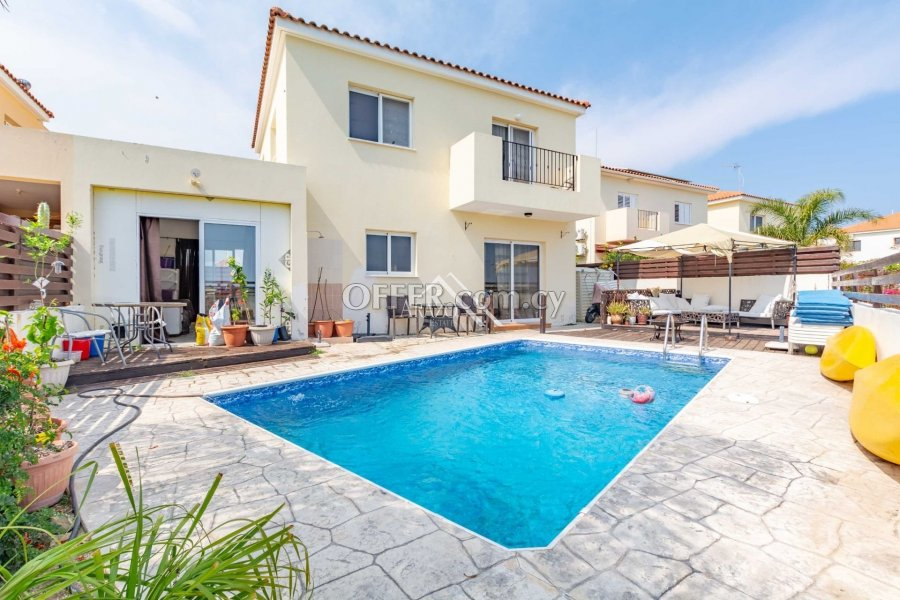 3 Bedroom Detached Villa with Private Pool, Sotira - 1