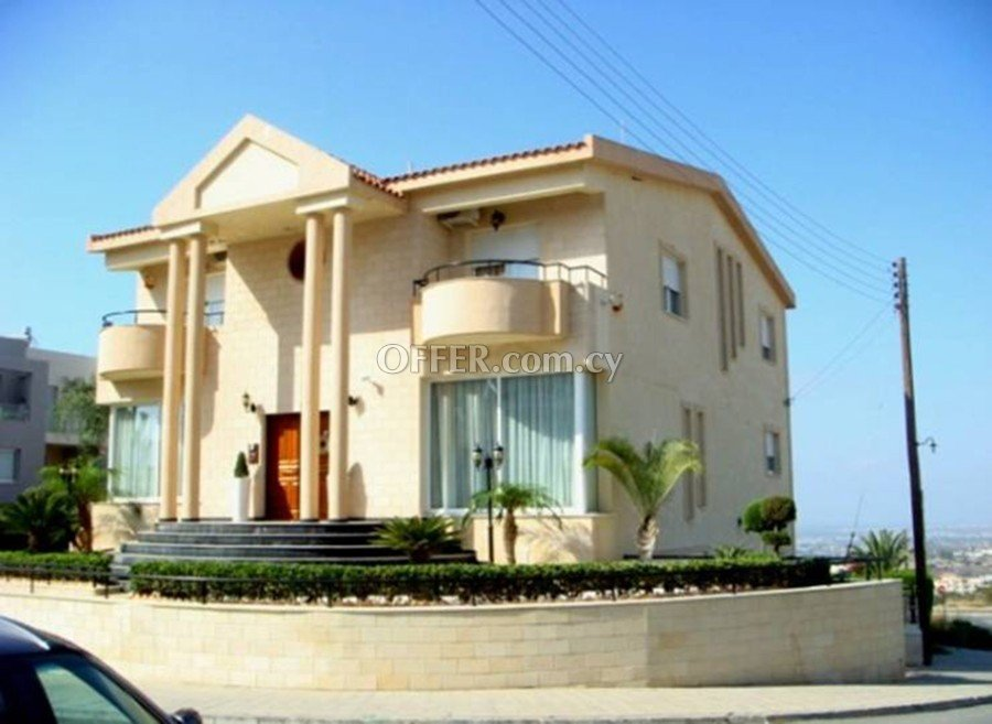 4 bed villa with separate 2 bed flat Laiki Lefkothea - 1