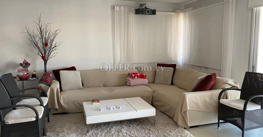 2 Bedrooms Penthouse Flat In Strovolos - 1