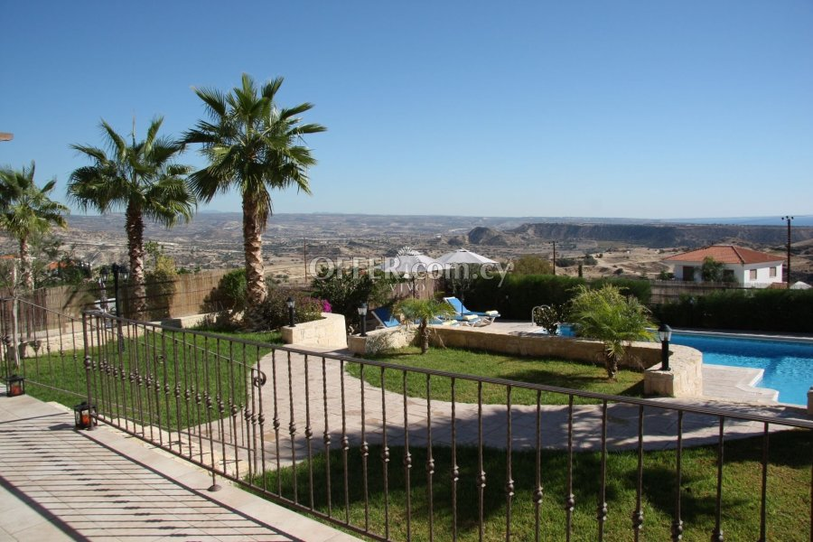 FULLY FURNISHED 3 BEDROOM HOUSE WITH POOL IN PISSOURI - 1
