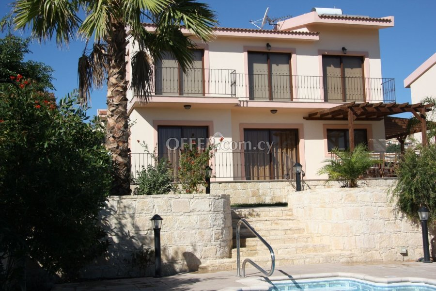 FULLY FURNISHED 3 BEDROOM HOUSE WITH POOL IN PISSOURI - 2