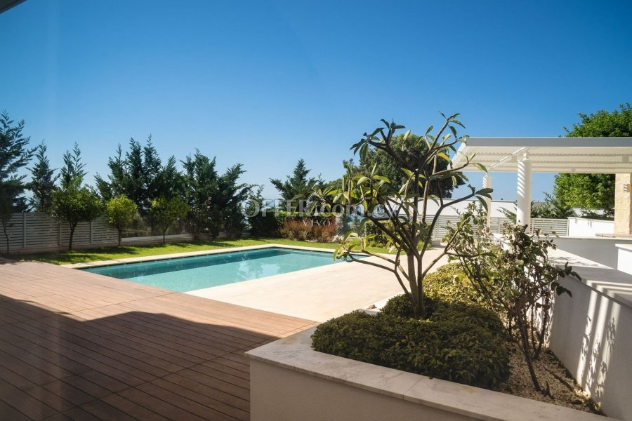 LUXURY 4 BEDROOM VILLA WITH WALKING DISTANCE TO THE BEACH & SEA VIEW - 3
