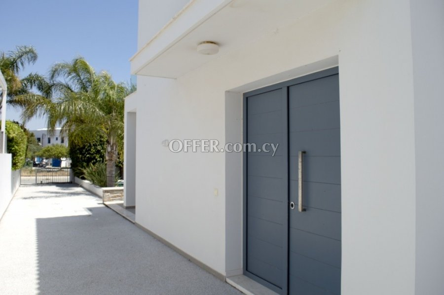 FOR RENT 4-bedroom Detached Villa 270 sq.m. in Governor's Beach, Limassol - 1
