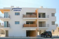 Building of 6 apartments for sale in Chloraka