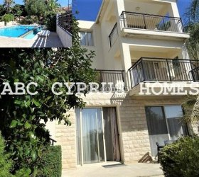 3 storey 3 bedroom 2 lounges and 2 kitchen house in Melanos-Chloraka, Paphos