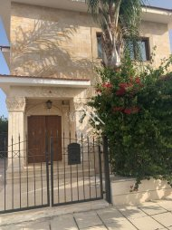 2 Bed Detached Villa For Rent in Oroklini, Larnaca