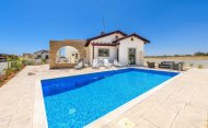 Beautiful 2 Bedroom Bungalow with Private Pool, Ayia Thekla