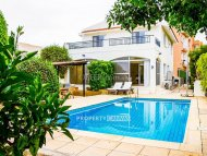 3 bedroom detached villa for sale in Emba