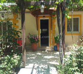 NO VAT - PROPERTY OF 6.021m2 IN PLATRES WITH A 3-BED COTTAGE FOR SALE