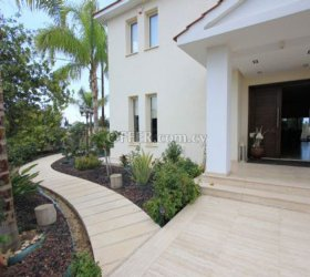Luxury 5 bed villa plus office Latsia