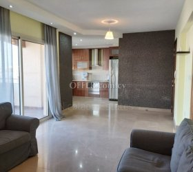 Modern luxury flat on the last floor of a small block of flats in the city center - 15088