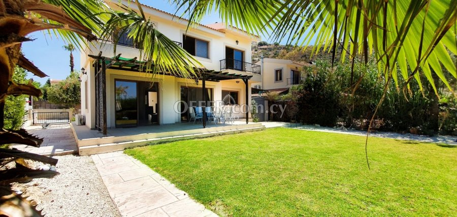 MODERN THREE BEDROOM DETACHED HOUSE  IN PISSOURI - 3