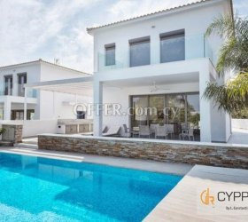 4 Bedroom Villa in Governors Beach for Long Term Rental - 1