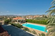 Large Villa with swimming pool on a very large piece of land in Pyrgos/Moni area