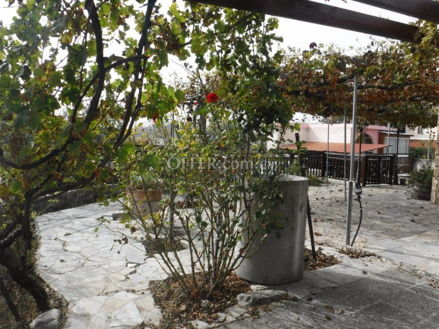 Three bedroom bungalow for sale in Stroumpi - 4