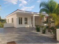 Three bedroom villa for sale in Anavargos