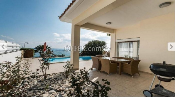 Four bedroom villa for sale in Coral Bay - 10
