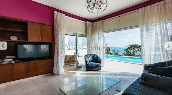 Four bedroom villa for sale in Coral Bay - 3