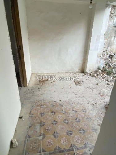 2 bed flat that needs full renovation in Agios Mamas - 5
