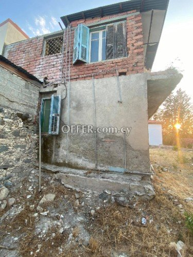 2 bed flat that needs full renovation in Agios Mamas - 2