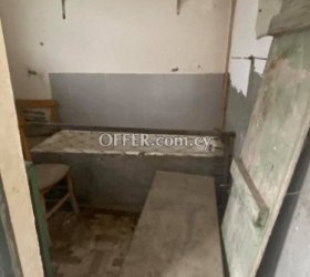2 bed flat that needs full renovation in Agios Mamas - 9