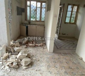 2 bed flat that needs full renovation in Agios Mamas - 3