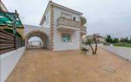 Attractive 4 Bedroom Villa in Dherynia with Title Deeds