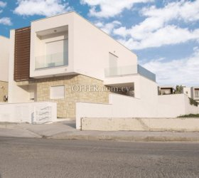 3 bed detached house Mouttayiaka
