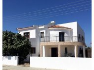 Detached villa with private swimming pool in Larnaca