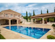 Luxury villa of six bedrooms with overflow swimming pool in Aphrodite Hills
