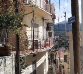 Three storey house in Agros (photo 0)