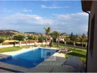 Villa with great views and large gardens in Pareklisia