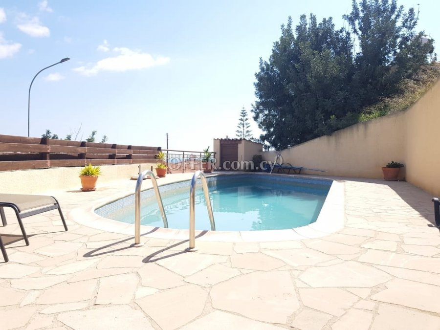 Two bedroom townhouse for sale in Peyia - 10