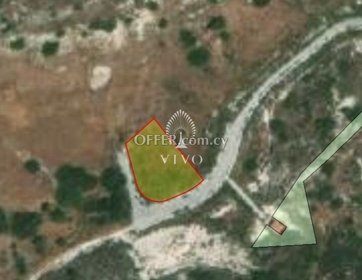 RESIDENTIAL PLOT OF 871 SQM  IN AGIOS TYCHONAS - 1