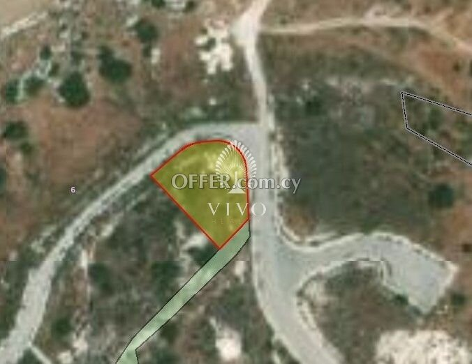 RESIDENTIAL PLOT OF 809 SQM  IN AGIOS TYCHONAS - 1