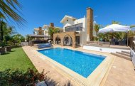 SEAFRONT LUXURIOUS THREE BEDROOM VILLA IN AYIA THEKLA