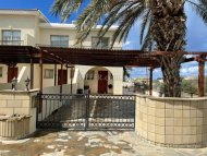Beautiful Corner Townhouse 800 meters from the sea