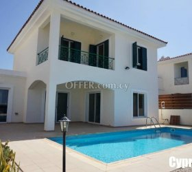 Modern Villa Walking Distance to Amenities